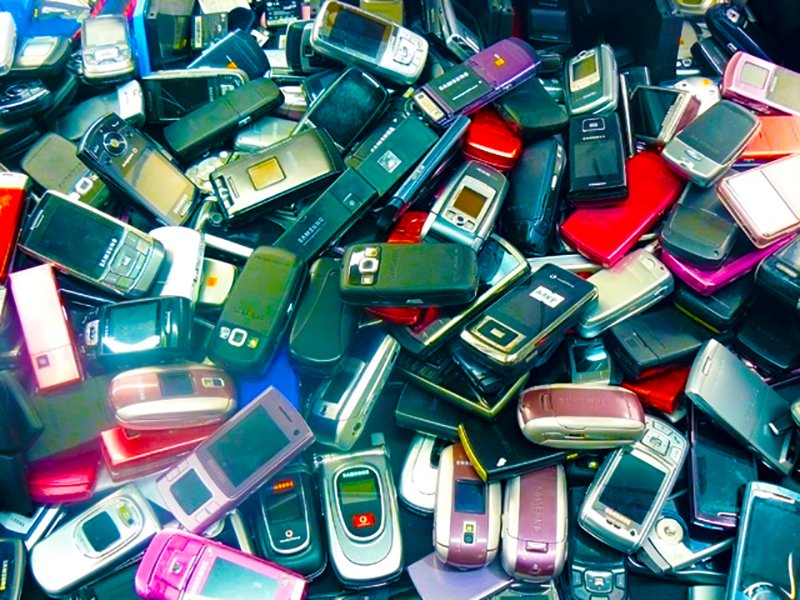 The Business And Environmental Opportunities of Recycling Your Old Phones