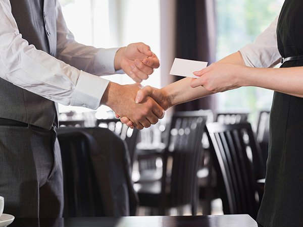 How Business Cards Step Up Your Networking Game