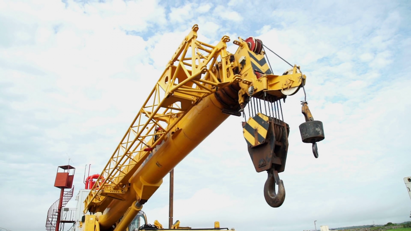 3 Essential Elements to Remember When Buying Lifting Hooks for Cranes