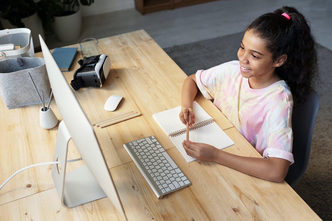 girl studying online